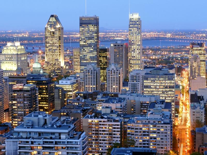 Es wird Nacht in Downtown Montreal, das Lichtermeer erwacht.