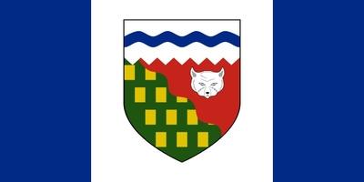 Die Flagge der Nordwest-Territorien basiert einerseits auf der Flagge Kanadas, andererseits auf dem Territorialwappen.